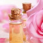 làm-đẹp-da-với-tinh-dầu-hoa-hồng